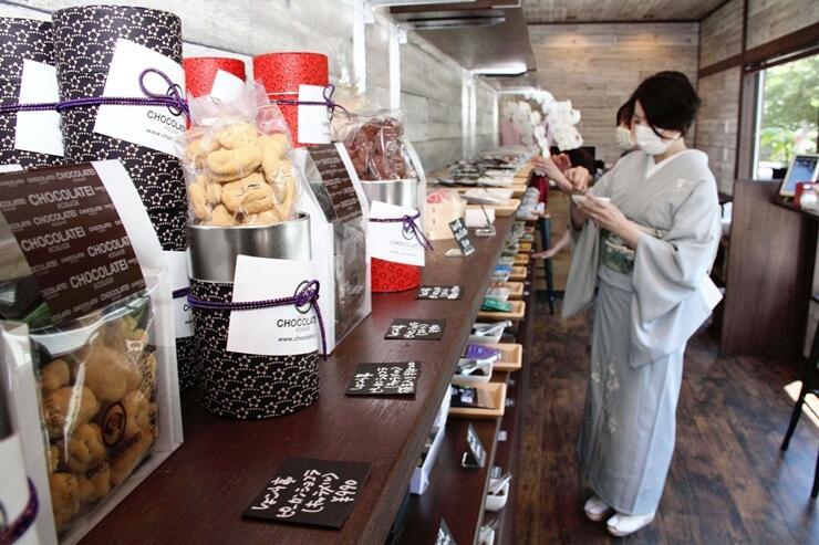 月岡温泉街にオープンするチョコレートのセレクトショップ「新潟ショコラPremiumSWEET 甘」=28日、新発田市