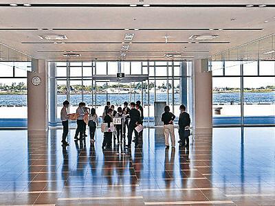 石川の美で出迎え 金沢港クルーズターミナル、内部公開