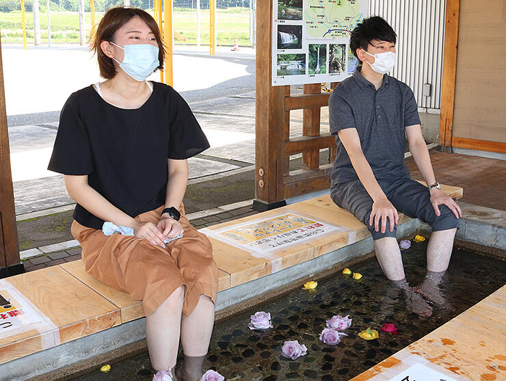 宮島温泉の源泉を利用し再開した足湯=道の駅メルヘンおやべ