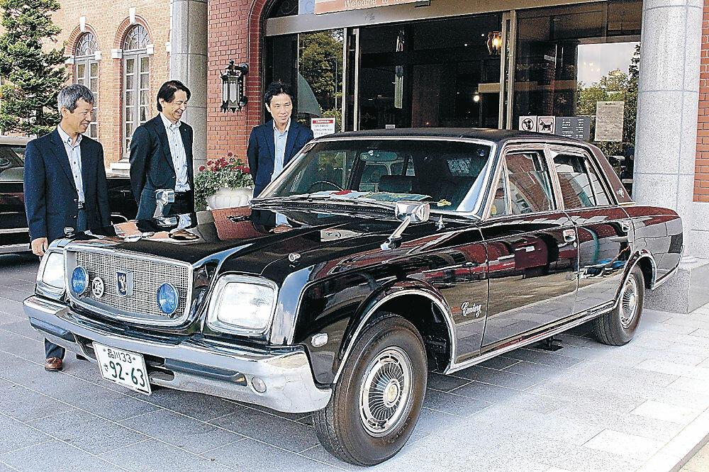 寄贈された防弾車両=小松市の日本自動車博物館