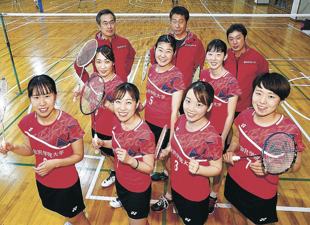 S/Jリーグ入りを目標に掲げる金沢学院クラブの女子チーム=金沢学院大第一体育館