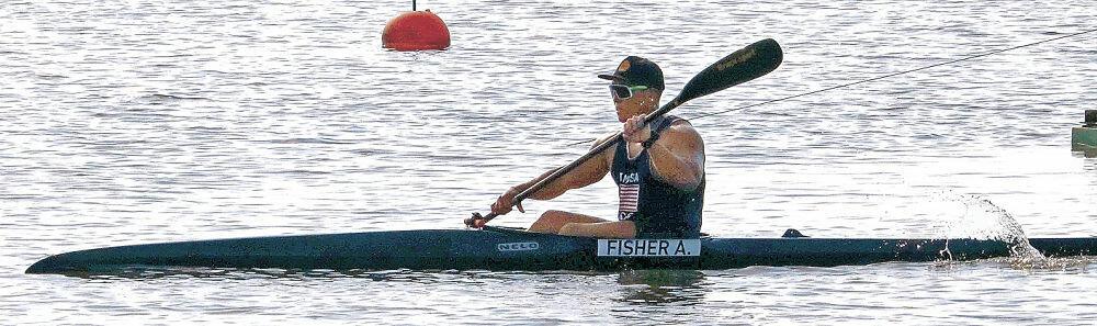 水面の感触を確かめながら練習する松下選手=小松市の木場潟