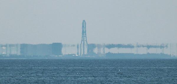 伸び上がって見える富山火力発電所周辺