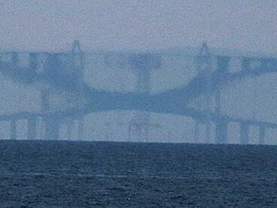 蜃気楼で新湊大橋が反転 魚津、今年4回目Bランク