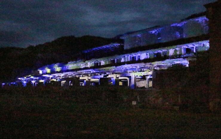 青く輝く北沢浮遊選鉱場跡=佐渡市相川北沢町
