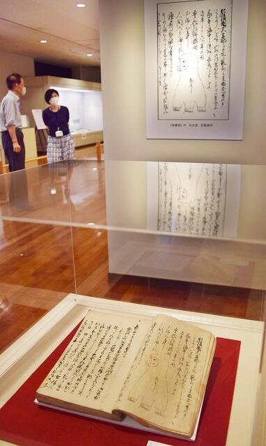 アマビコが登場する古文書などを展示した企画展=6月23日、福井県越前市武生公会堂記念館