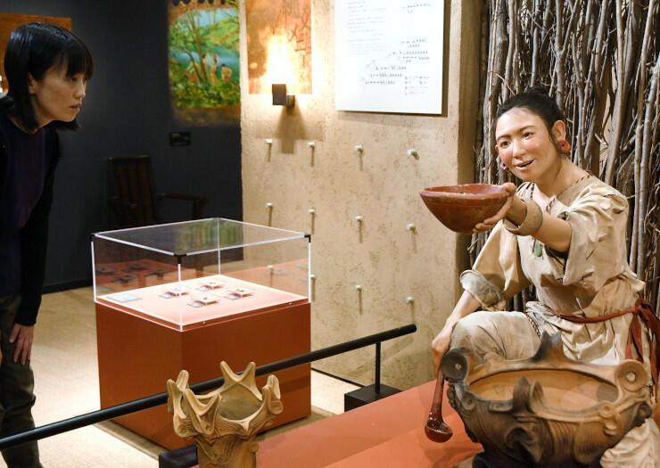 精巧に作られた縄文時代の女性の模型