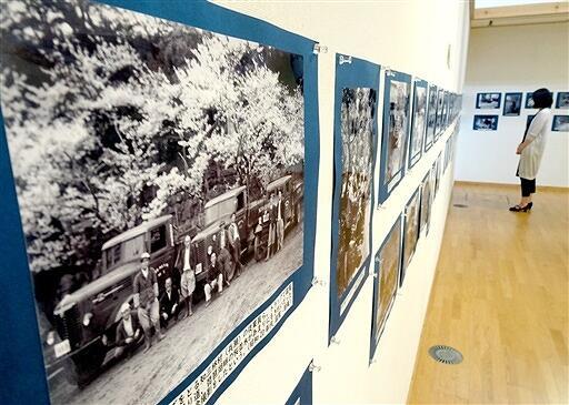 名田庄地域の昭和を写した写真100点が並ぶ展示会=福井県おおい町里山文化交流センター「ぶらっと」