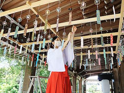 境内に涼やか風鈴の響き 南砺・高瀬神社