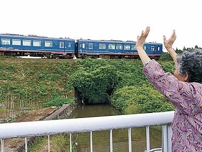 のと鉄道「里山里海号」再開 「悦ちゃん婆ちゃん」も再会にどきどき