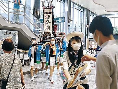 能登空港18年 羽田便利用客に記念品