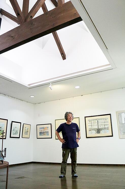 7月10日に開館する美術館で今後の構想を語る稲澤さん