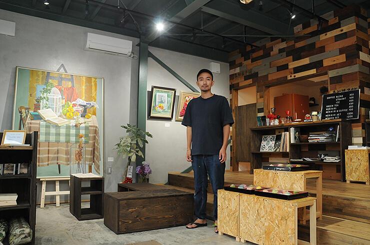 実家の旧和菓子店を改装して設けたアートギャラリー