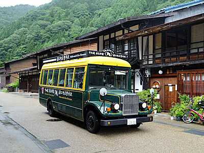 奈良井宿と木曽平沢を結ぶシャトルバス発車