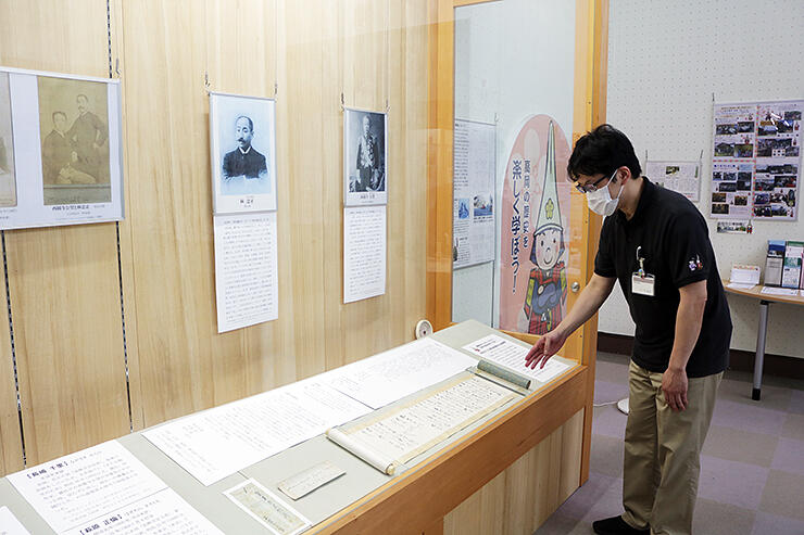 西園寺公望が林忠正と忠正の弟2人に宛てた書簡などを展示するお宝コーナー展=高岡市立博物館