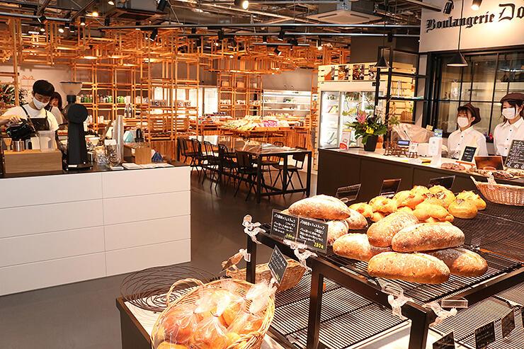 テナントの区画に壁を設けず、開放的な間取りの売り場=SOGAWA BASE