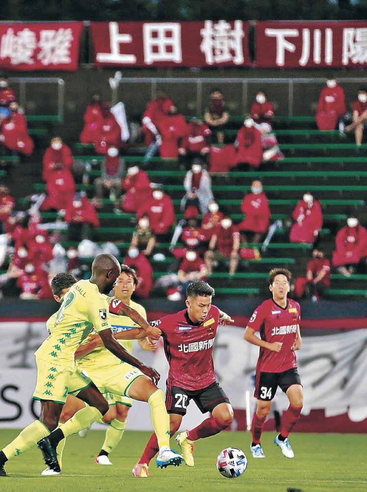 有観客で行われた試合=金沢市の石川県陸上競技場