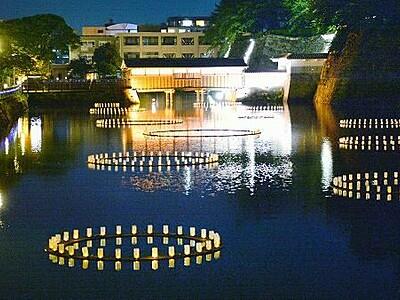 城址のお堀に鎮魂の灯 「青」で医療へエールも 福井