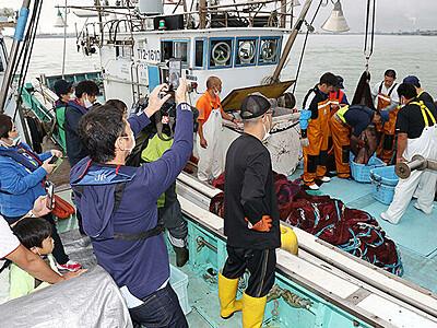 白えび漁観光船の運航開始 富山湾しろえび倶楽部
