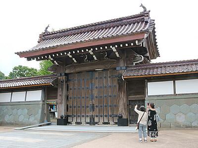勝興寺総門の修復完了 高岡