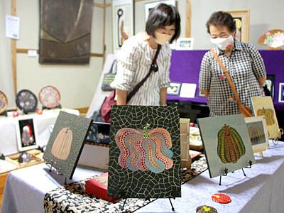 蒔絵と堆朱 伝統工芸の共演 燕・「ギャラリー遊童」