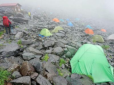 雨の涸沢 テントでゆったり
