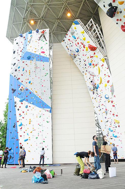 大規模改修を終え大勢のクライマーが訪れた桜ケ池クライミングセンター