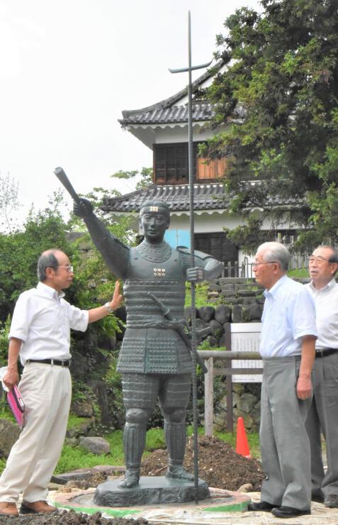 真田神社の境内に設置された幸村像