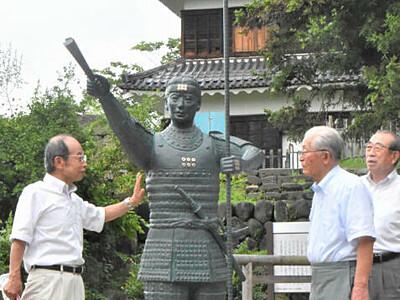 真田神社に幸村像見参 要望受け上田城跡公園内に設置