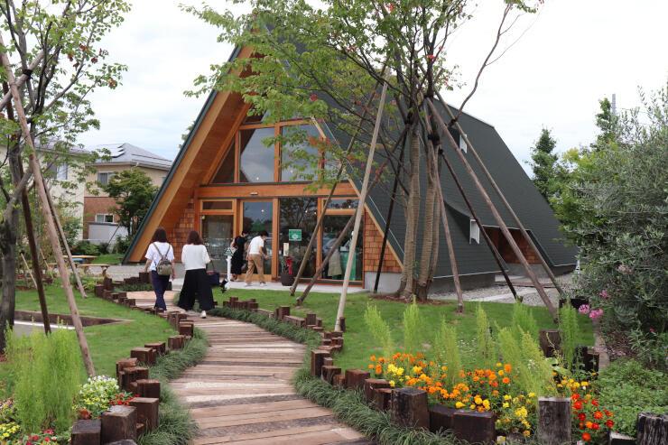「Y&Y GARDEN」内にオープンする三角屋根が特徴的な「メロディバザール」=阿賀野市保田