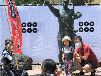 幸村像、りりしい顔立ち 上田の真田神社で公開