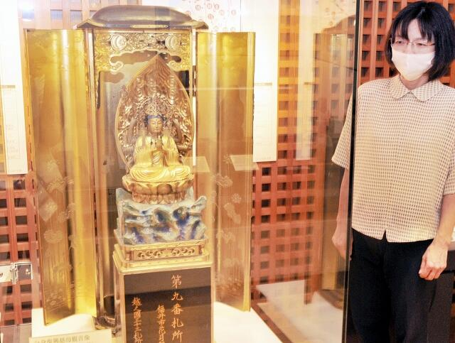 福井空襲や福井地震の犠牲者を弔うために作られた復興慈母観音像=福井県福井市の県立歴史博物館