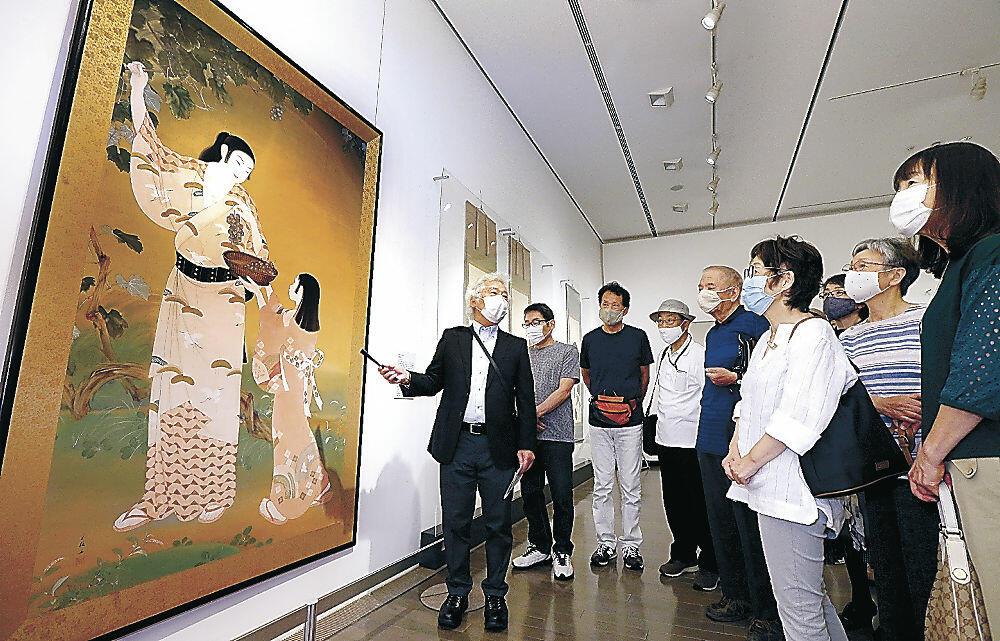 日本独自の描画法に理解を深める受講生=金沢21世紀美術館