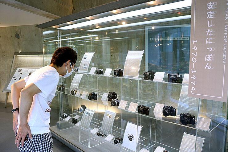 年代順に展示されたカメラ