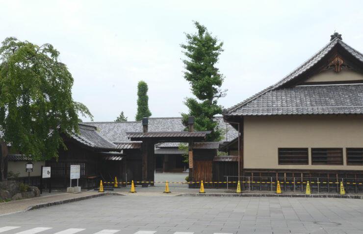 10月1日にリニューアルオープンする旧文武学校=長野市松代町