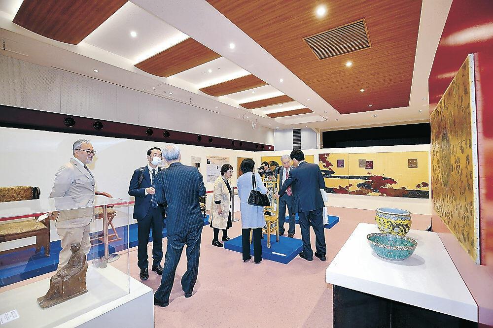 高岡で展示された工芸品や調度品=3月、高岡市の高岡商工ビル