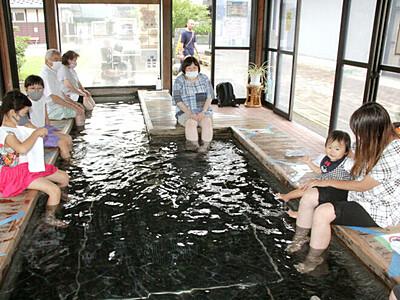 冷やし足湯ですっきり 燕・道の駅国上「酒呑童子の湯」