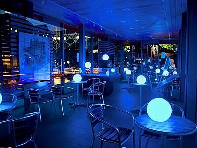 青い公園、医療従事者に感謝の光 福井市中央公園の休憩施設