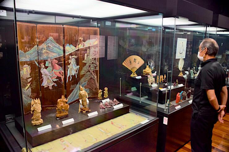 川本さんのコレクションが並ぶ特別展