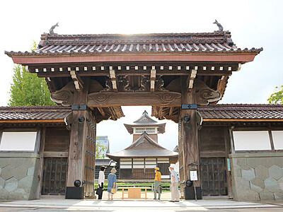 「大戸」21年ぶり開門  伏木の勝興寺