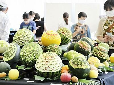 果物に咲く彫刻の花 福井でカービング展