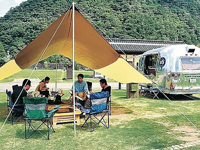 キャンプ場で遠隔勤務 白山・吉野でワーケーション体験
