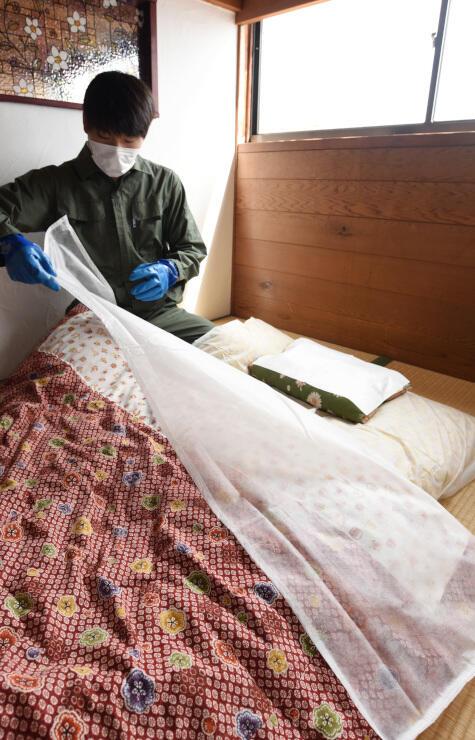 飛沫が付着しやすい部分を覆う不織布シーツ