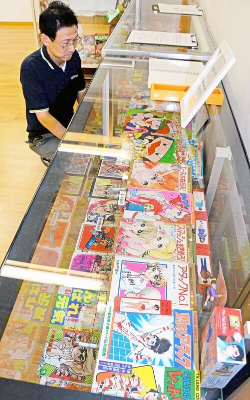開催数が50回を超えた「思い出ギャラリー」展。堀口さんは「100回を目指したい」と話す=福井県おおい町里山文化交流センター「ぶらっと」