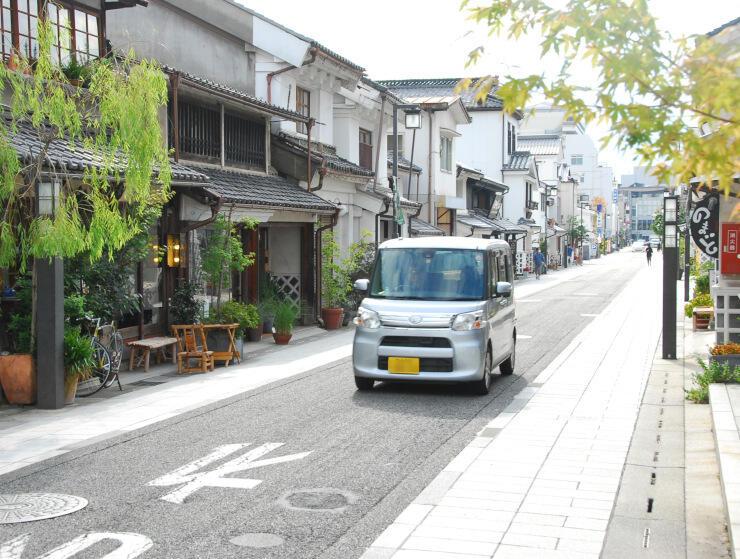 一般車両が進入禁止の「トランジットモール」になる中町通り=31日、松本市