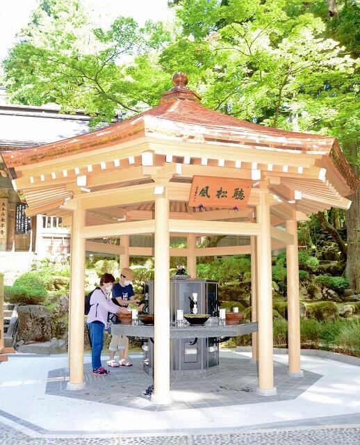 参拝者の手洗い場として設けられた「手水舎」=9月2日、福井県永平寺町の大本山永平寺