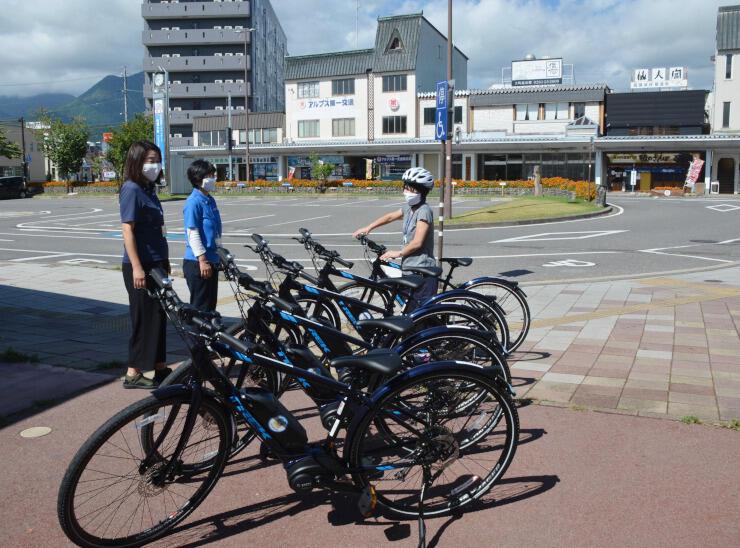 信濃大町駅前発着のサイクリングツアーに使うeバイク