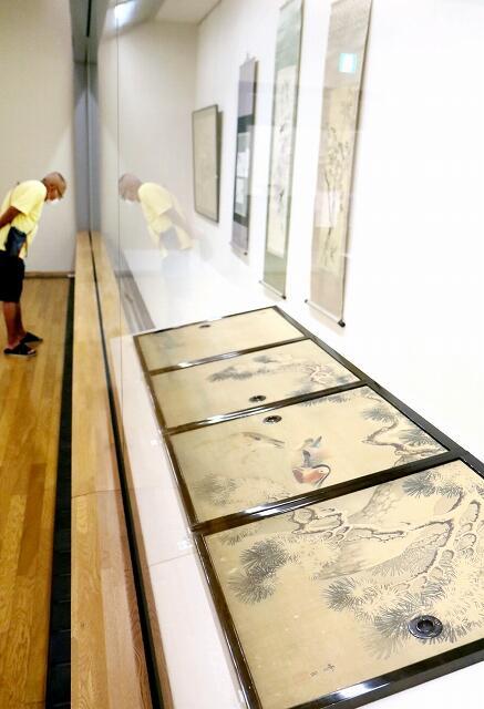 越前松平家の一族やゆかりの人が描いた、初公開作品を含む絵画17点を紹介する企画展=福井県福井市の福井市立郷土歴史博物館