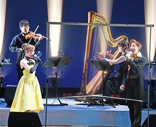 迫力の歌声と演奏が響いたOSKとイクサのコラボ公演=9月8日夜、福井県越前市いまだて芸術館