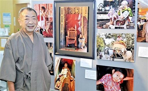 ミャンマーの暮らしや文化を写真に収めている吉田さん=福井県福井市の県国際交流会館交流会館